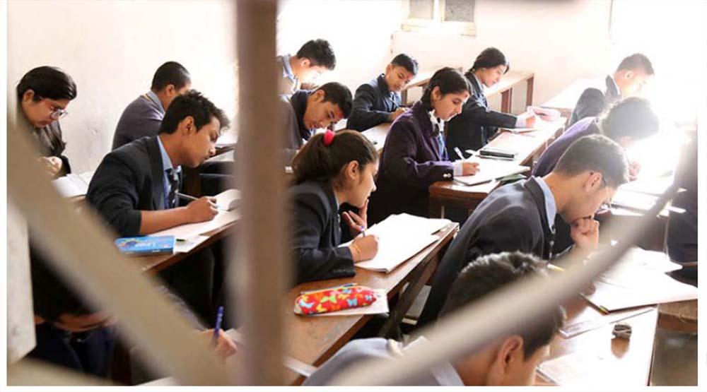 आमा-छोरासँगै कक्षा १२ को परीक्षामा सहभागी
