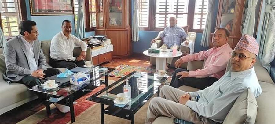 एमाले अध्यक्ष ओली र विप्लव समूहका नेताहरुबीच भेटवार्ता